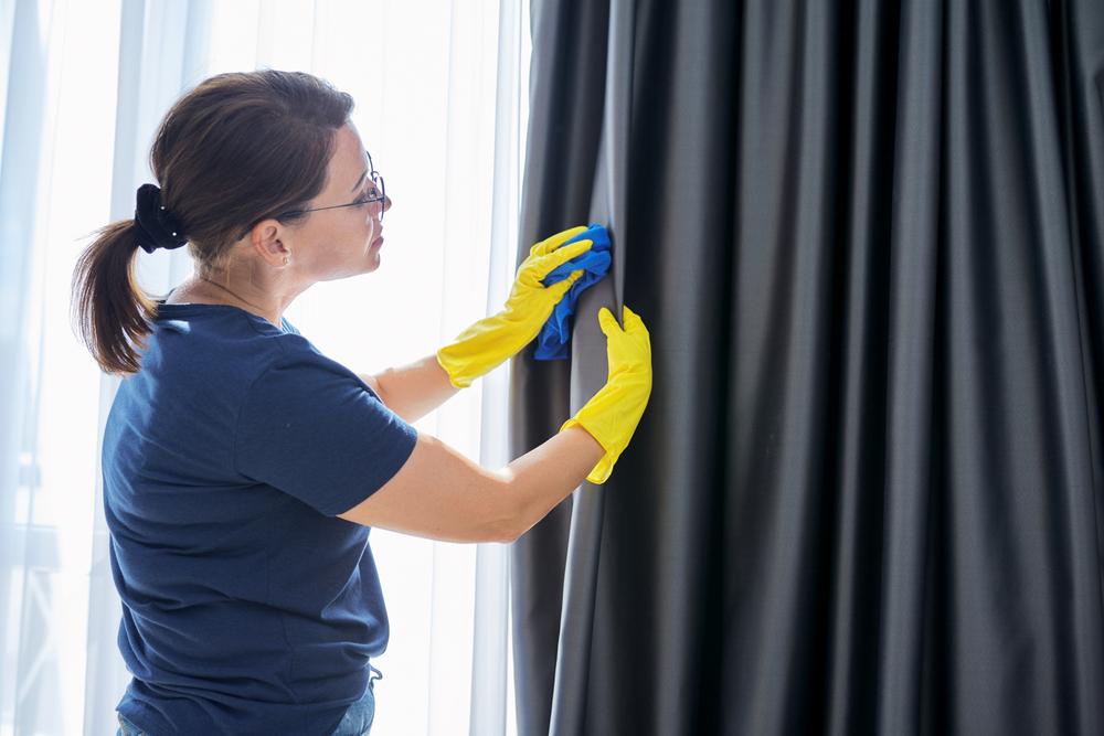 Conseils nettoyage et désinfection drap-housse et rideaux