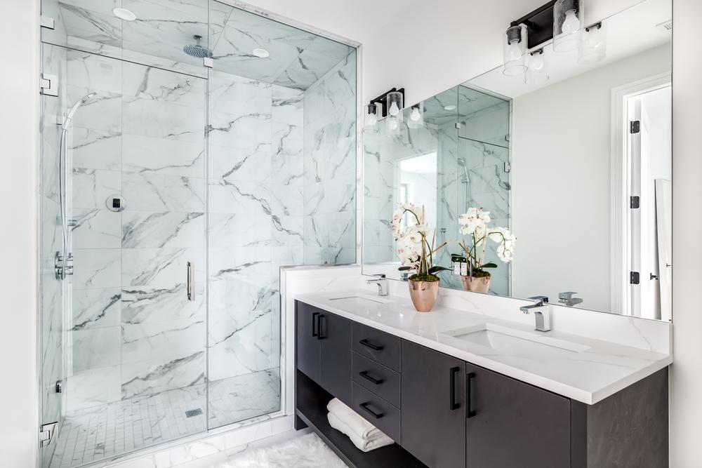 Salle de bain moderne nos idées pour choisir les tablettes pour baignoire