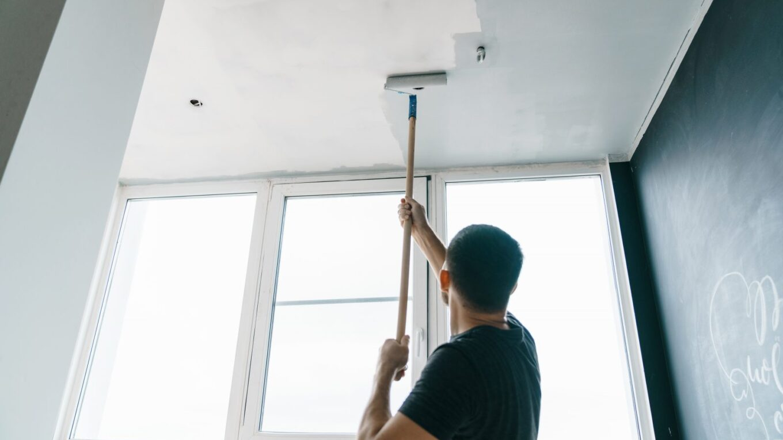 Peindre plafond salon